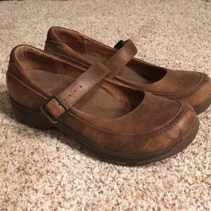 Brown leather Dansko Mary Jane flats 38